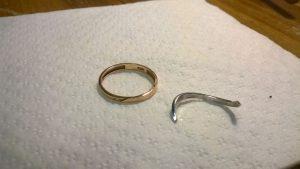 Лопнуло кольцо.